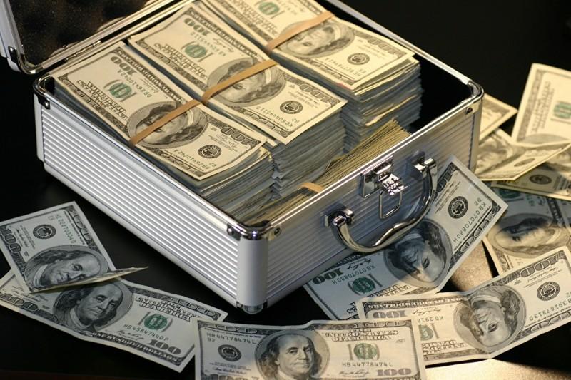 Money_Banknotes_Dollars_100_532595_1280x853.jpg